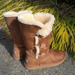 UGG side button boots sz 5
